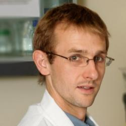 Dr Tom  Monie