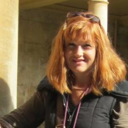Dr Yvonne  Hackmann